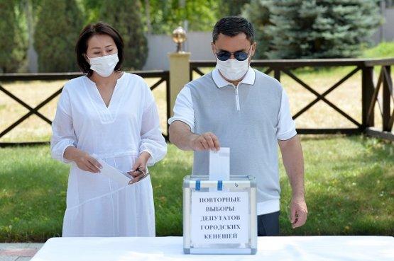 Президенту Кыргызстана посоветовали соблюсти режим самоизоляции