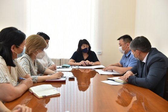 Замглавы кабмина Киргизии обвинила госорганы в недоработках и-за  аварии автобусов с детьми
