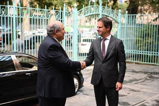 Президент Армении и посол Франции обсудили перспективные направления сотрудничества