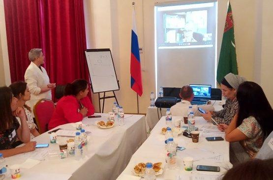 В столице Туркменистана состоялся тренинг для начинающих бизнес-леди страны