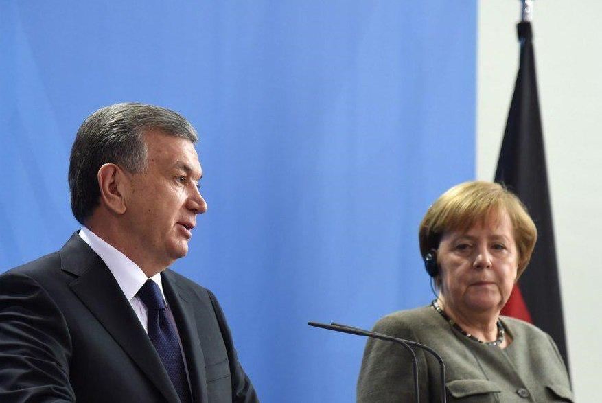 Мирзиёев и Меркель обсудили развитие событий в Афганистане