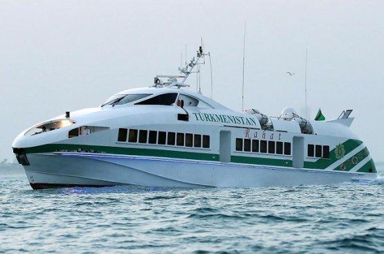 Президент Туркменистана совершил морскую прогулку со своими внуками на яхте «Рахат»