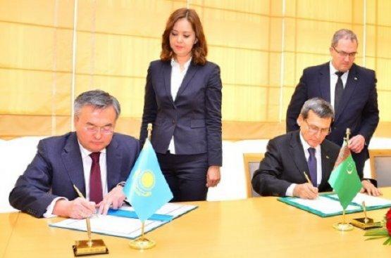 Главы МИД Туркменистан и Казахстана рассмотрели ряд предстоящих общих мероприятий