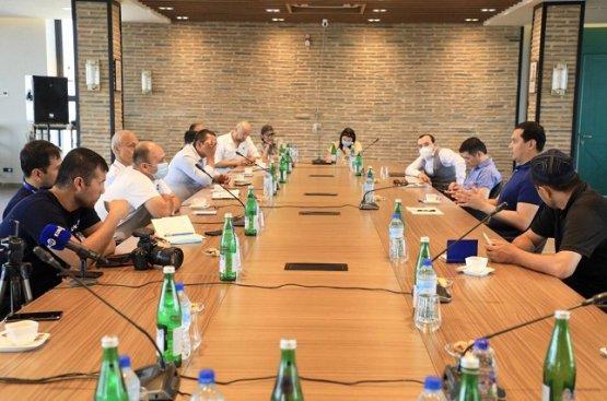Глава МИВТ Узбекистана провёл открытую встречу с блогерами и независимыми СМИ