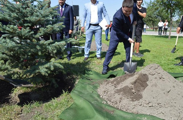 В Бишкеке появилась аллея единства «Кыргызстан-Казахстан»