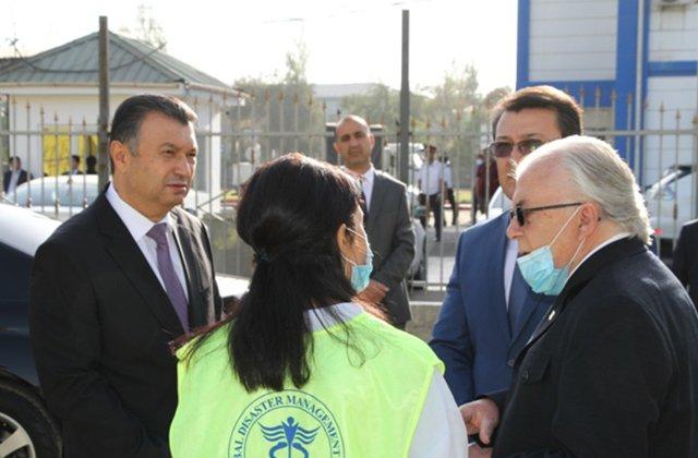 Премьер-министр Таджикистана осмотрел новые мобильные больницы
