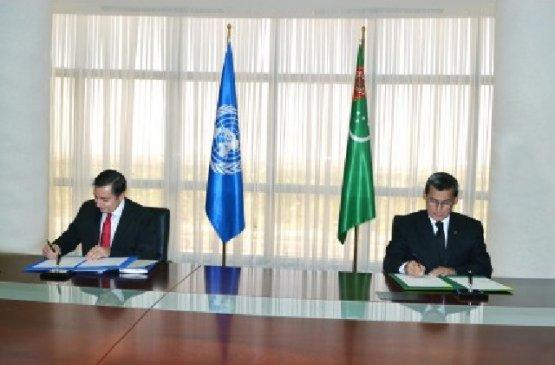 Мередов и Шлапаченко подписали совместную программу Туркменистана и ООН