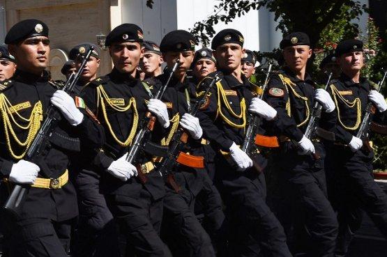 Лидер Таджикистана принял участие в демонстрации военной техники на границе с Афганистаном
