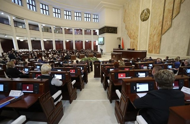 Парламент Белоруссии принял законопроект об изменении Конституции республики