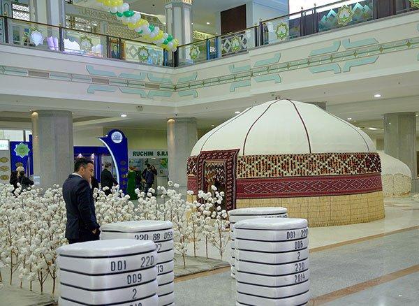 Встолице Туркменистана открылись хлопковая выставка-ярмарка иконференция