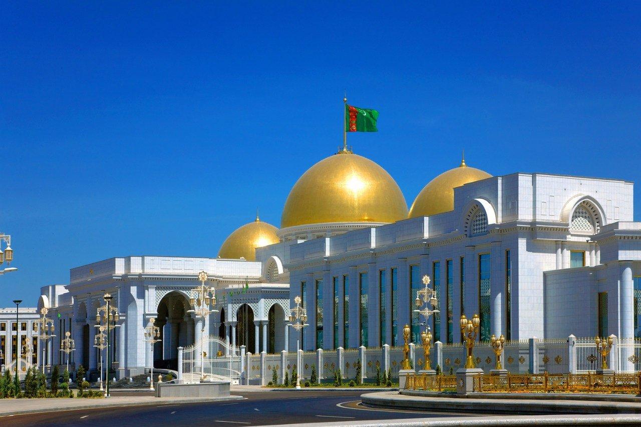 ЦИК Туркменистана зарегистрировал претендентов впрезиденты