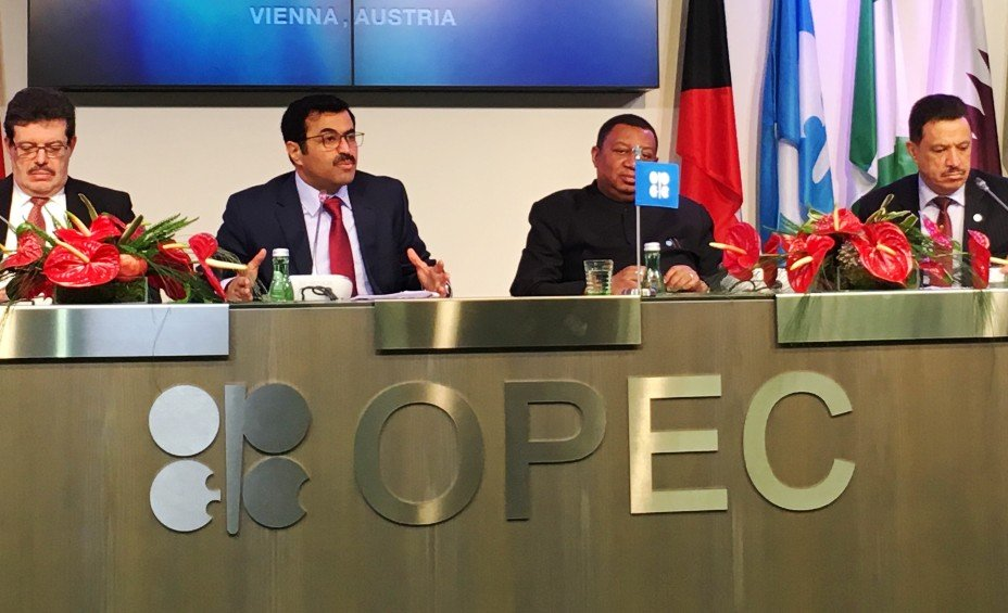 Азербайджан сократил суточную добычу нефти до794 000 баррелей