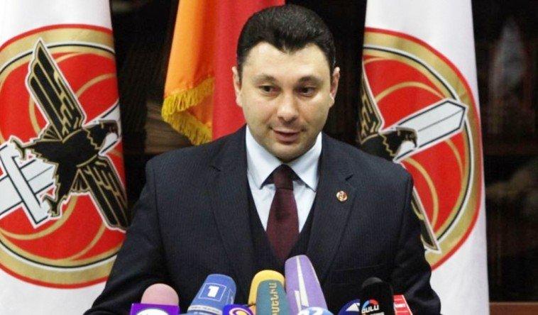 Министр обороны Армении возглавит предвыборный список правящей партии