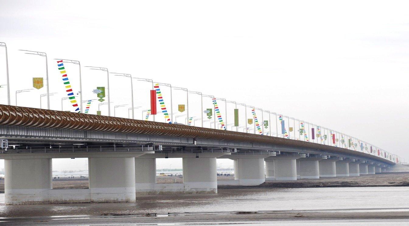 Президенты Туркмении иУзбекистана открыли два моста через Амударью