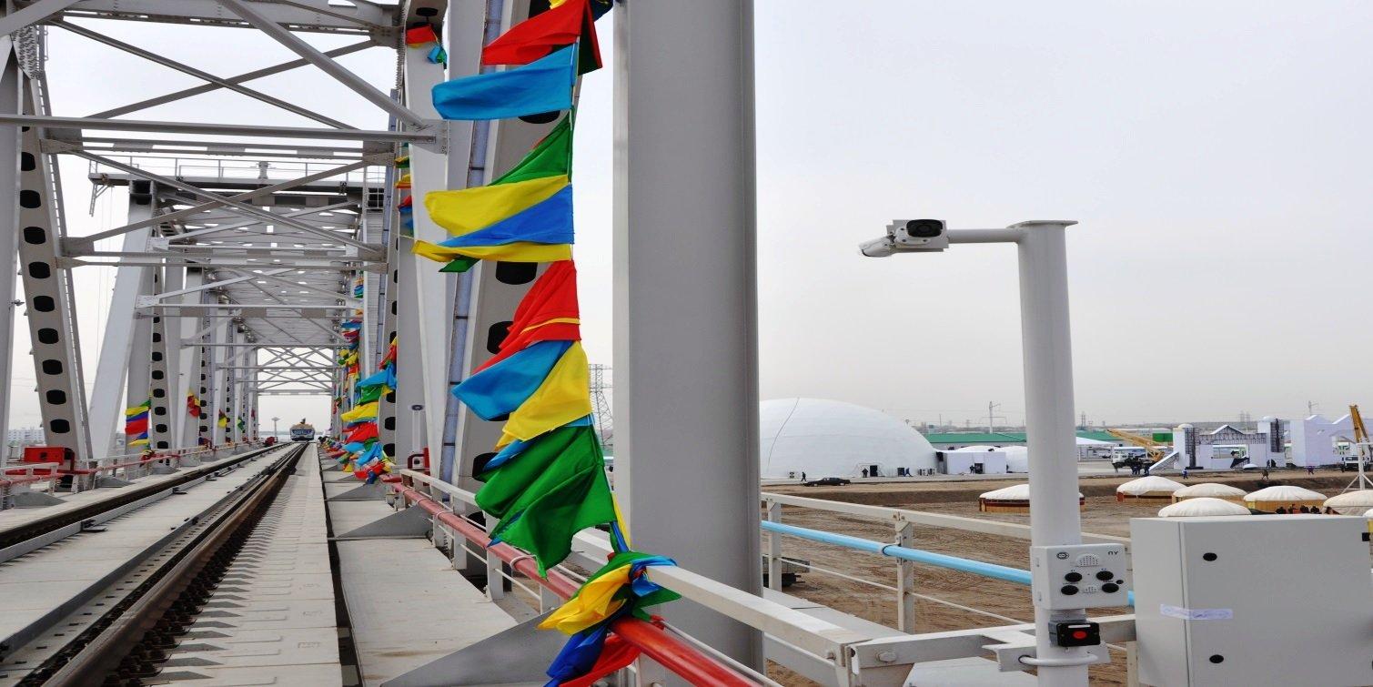 Президенты Туркмении иУзбекистана открыли мост стратегического значения