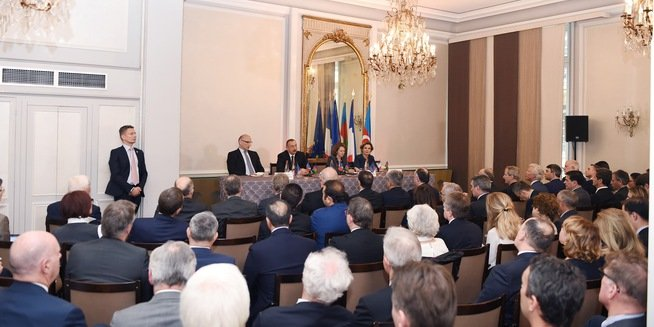 Президент И.Алиев изПарижа ответил Саргсяну: «Почему тытакой бедный?»