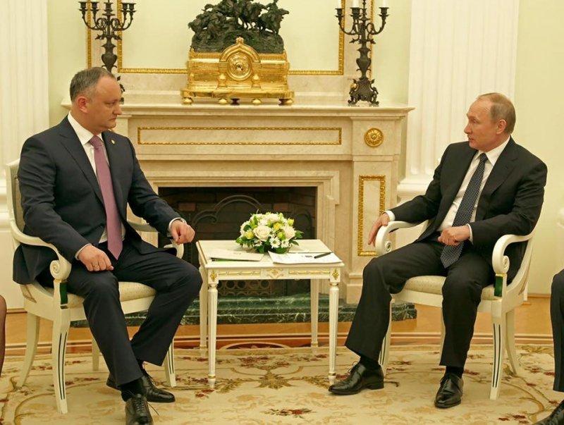 Додон попросил Владимира Путина заключить договор одвойном гражданстве