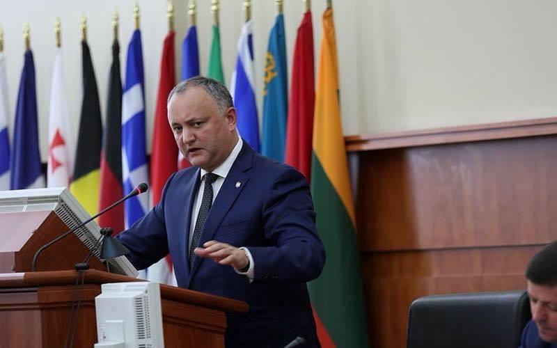 Президент Молдовы накажет командиров, пославших солдат научения НАТО на Украинское государство
