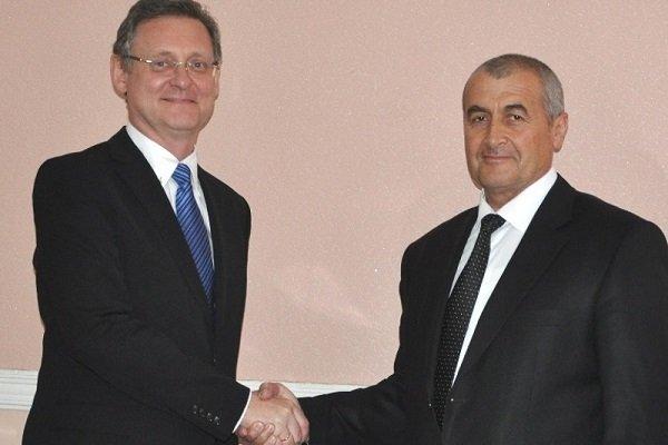 Президент Мирзиеев обещает восстановить отношения сТаджикистаном