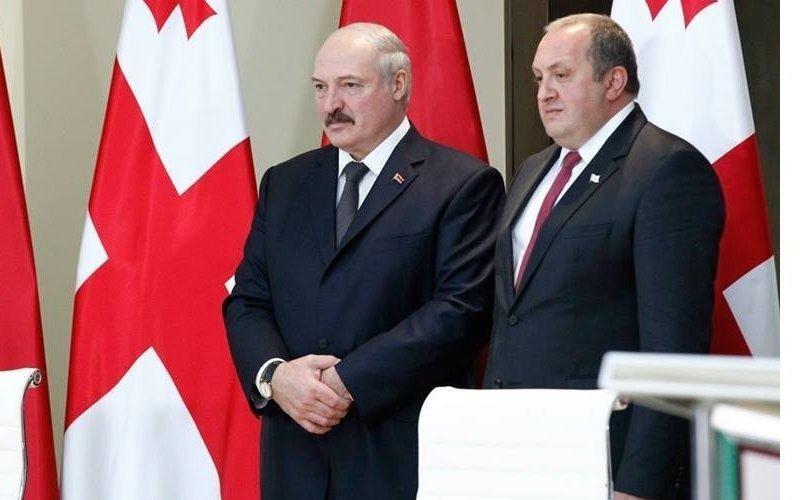 Перед отъездом вБеларусь изГрузии Лукашенко дегустировал лаваш ихинкали