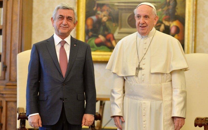 Президент Армении обсудил с отцом Римским перспективы сотрудничества